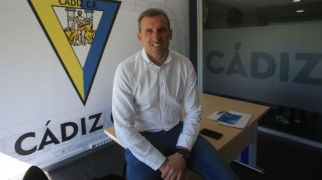 Óscar Arias, en las oficinas del Cádiz (Canal Amarillo)