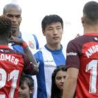 Promes y André Silva, en el Espanyol-Sevilla (AFP)