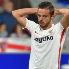Sarabia se lamenta durante el Huesca-Sevilla (AFP)