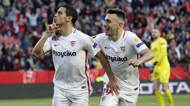 Gesto de Ben Yedder a la grada al marcar el 1-0 en el Slavia-Sevilla (J. M. Serrano)