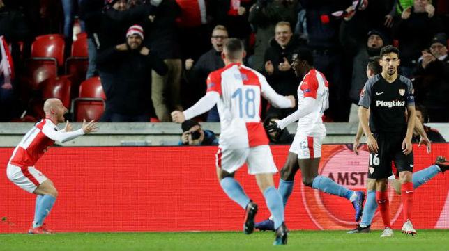 El Slavia de Praga celebra uno de sus goles (Reuters)