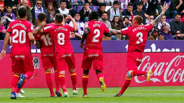 Antunes celebra con sus compañeros el 0-1 del Getafe ayer en Valladolid