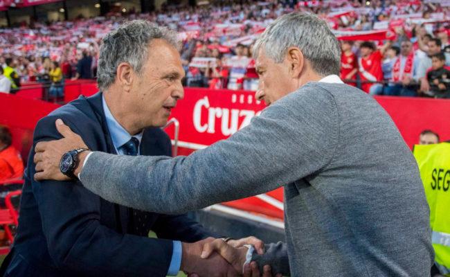 Caparrós y Setién se saludan antes del derbi (Foto: J. J. ÚBEDA)