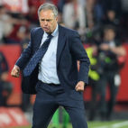 Caparrós celebra la victoria en el Sevilla-Betis (AFP)