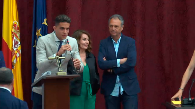 Caparrós y Bartra, durante la entrega del premio Paloma de Plata