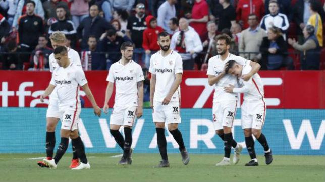 Los jugadores del Sevilla FC celebran el tanto de Roque Mesa ante el Alavés. Foto: LaLiga
