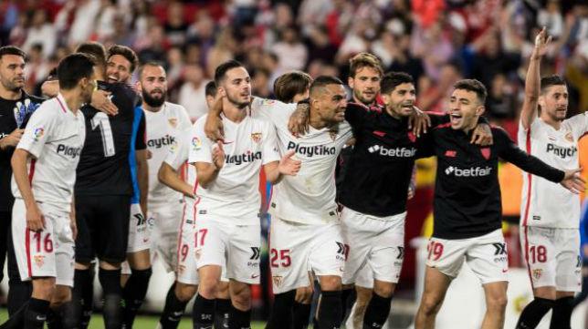 Los jugadores del Sevilla FC celebran la victoria en El Gran Derbi. Foto: LaLiga