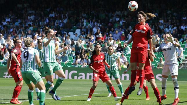 Lance del Betis - Sevilla femenino disputado este sábado en el Villamarín (Foto: Raúl Doblado)
