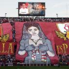 Tifo de los Biris en el derbi Sevilla-Betis (AFP)