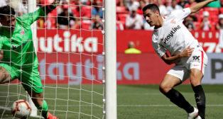 Ben Yedder remata para marcar en el Sevilla-Athletic (Foto: EFE)