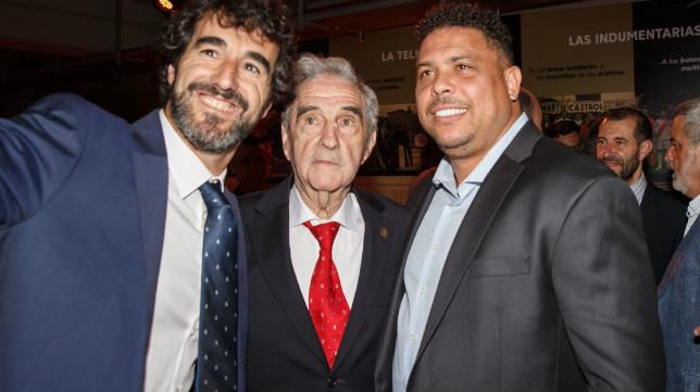 Campanal, en el centro, junto a Ronaldo (derecha), en el acto de LaLiga