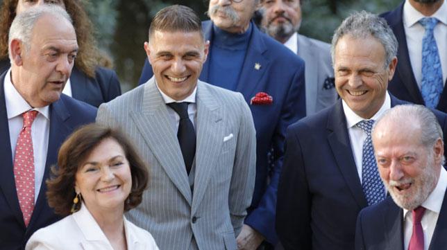 Joaquín, Joaquín Caparrós, Carmen Calvo y Fernando Rodríguez Villalobos, antes de la entrega de las medallas de la provincia de Sevilla (Foto: Raúl Doblado).