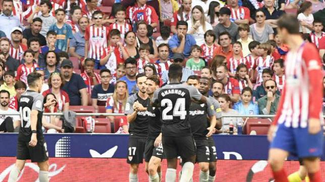 Los jugadores del Sevilla FC celebran el tanto del empate ante el Atlético de Madrid. Foto: LaLiga