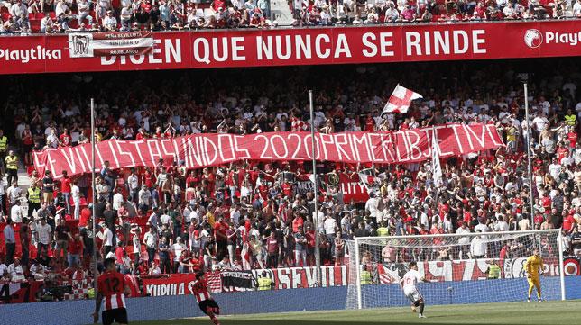 La pancarta mostrada por la grada de Gol Norte durante el Sevilla-Athletic (Foto: Manuel Gómez).