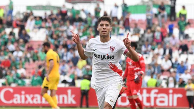 Mena celebra su gol en el Sevilla Atlético-Villanovense (SFC)