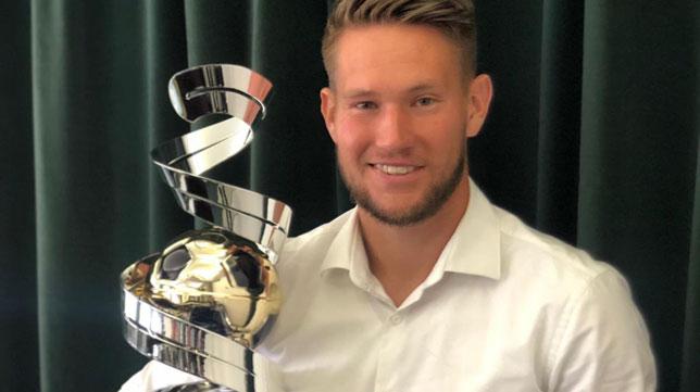 Tomas Vaclik posa con el premio (Foto: Twitter)