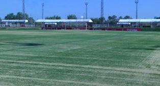 Trabajos de renovación del césped en la ciudad deportiva del Sevilla (Foto: Sevilla FC)
