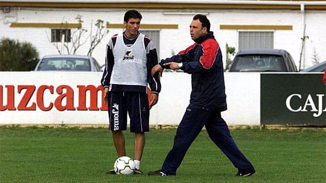 José Antonio Reyes y Joaquín Caparrós, durante un entrenamiento