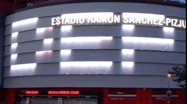 Las siglas DEP (Descanse en Paz) en el estadio Ramón Sánchez-Pizjuán