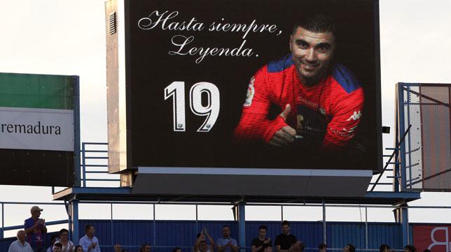 Homenaje a Reyes en el marcador del estadio Francisco de la Hera (Foto: EFE)
