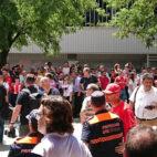Aficionados y prensa en la capilla ardiente de Reyes en Sevilla