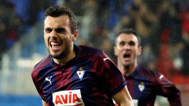 Jordán celebra un gol con el Eibar (EFE)