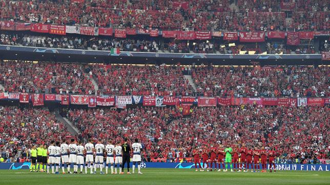 Momento del minuto de silencio en memoria de Reyes en el Tottenham-Liverpool de la final de la Champions League en Madrid