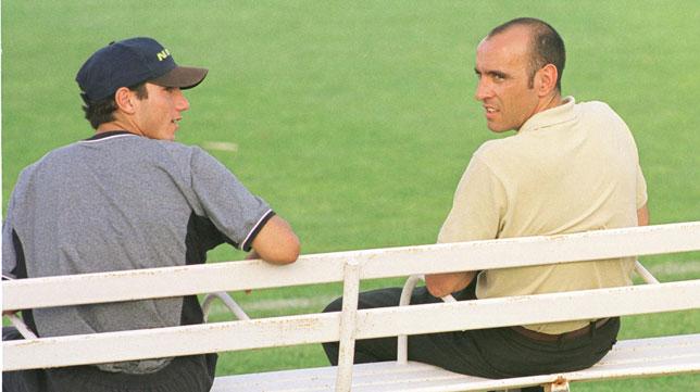 José Antonio Reyes y Monchi, juntos tras un entrenamiento del Sevilla en 2000 (Foto: Díaz Japón).