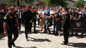 Sergio Ramos, a su llegada a la capilla ardiente de Reyes