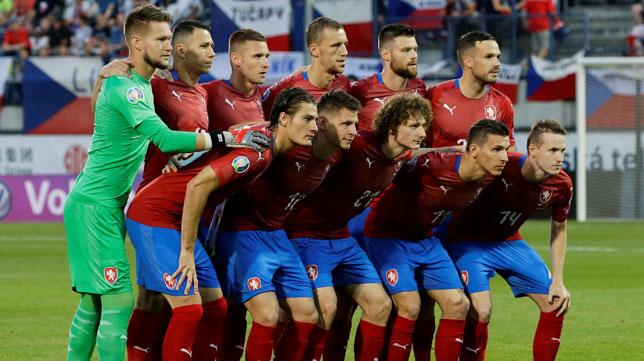 Vaclik posa con el once de la República Checa ante Montenegro