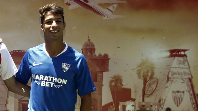 Óliver Torres, durante su presentación oficial con el Sevilla FC (foto: Manuel Gómez)