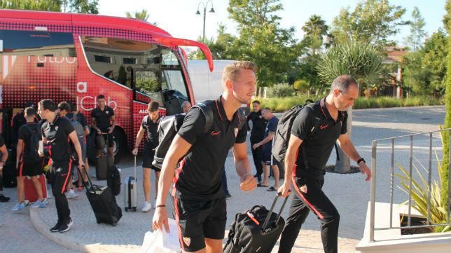 Los jugadores del Sevilla llegan a la concentración de Lagos