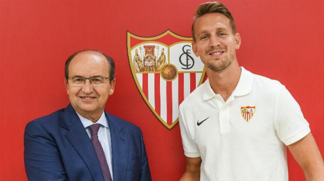 De Jong, con el presidente del Sevilla, José Castro (SFC)