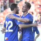 Luuk de Jong se abraza con Franco Vázquez tras conseguir el 0-1 del Sevilla FC ante el Dallas (Foto: Sevilla FC).