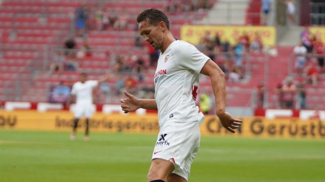 Luuk De Jong durante el Everton - Sevilla FC (SFC)