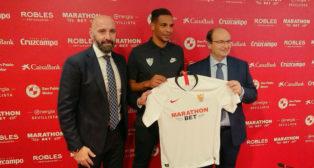 Presentación de Fernando como nuevo jugador del Sevilla FC. Foto: Fran Montes de Oca