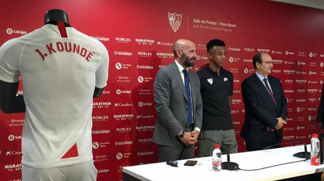 Koundé, durante su presentación como jugador del Sevilla FC
