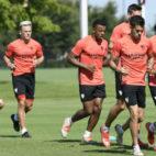 Lopetegui sigue de cerca la evolución de sus hombres durante la última sesión en Dallas (Foto: Sevilla FC)