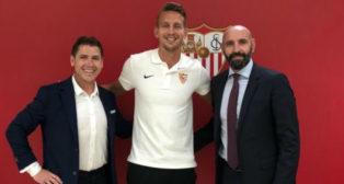 De Jong, con Monchi y su agente, Louis Laros @Lowietje73
