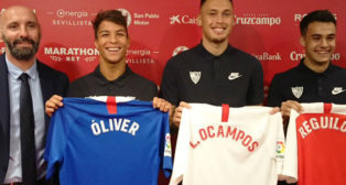 Presentación triple de de Óliver Torres, Lucas Ocampos y Sergio Reguilón como jugadores del Sevilla FC. Foto: Fran Montes de Oca