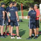 Roque Mesa habla con Lopetegui antes del entrenamiento vespertino del lunes (J. Parejo)