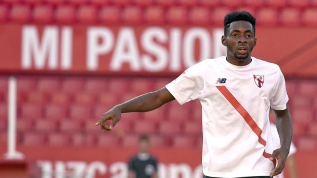Yan Eteki, en un partido con el Sevilla Atlético