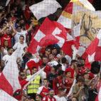 Aficionados del Sevilla durante el partido ante el Celta (Manu Gómez)