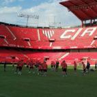 Los jugadores del Sevilla FC se entrenan en el estadio