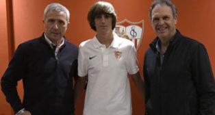 Caparrós (derecha), junto a Bryan Gil y Pablo Blanco (Foto: SFC)