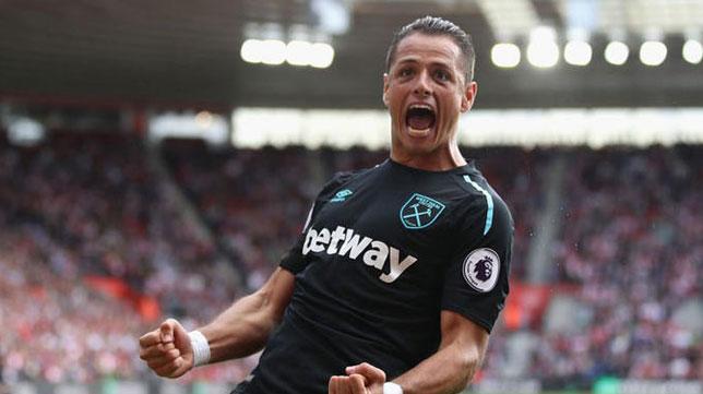 Chicharito Hernández celebra un gol con el West Ham