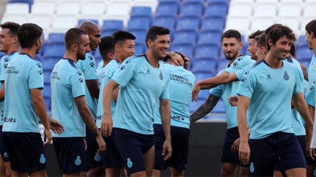 Los jugadores del Espanyol, en el entrenamiento de esta tarde (foto: RCD Espanyol)