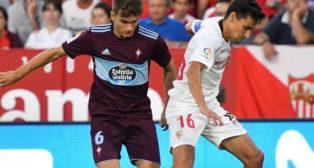 Navas disputa un balón con Denis Suárez en el Sevilla-Celta (Foto: EFE)
