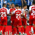 Los jugadores del Sevilla celebran uno de los goles al Espanyol