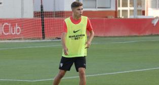 Alejandro Pozo, en un entrenamiento del Sevilla